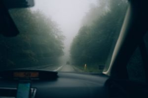 how-to-defog-windshield
